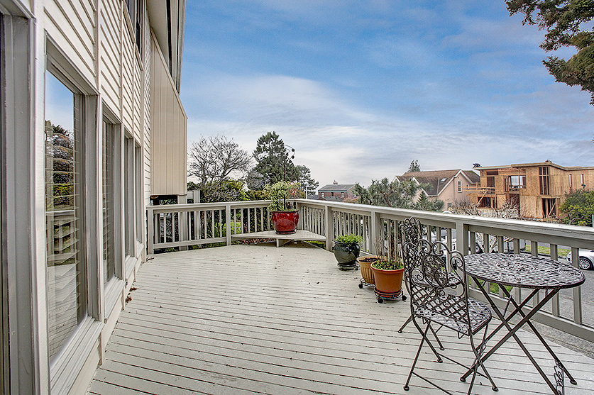 Gorgeous entertaining deck to take in the fresh salty air